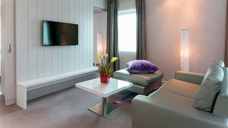 king size bedroom suites.  King Size Bedroom Suites One Suite Morrison Hotel